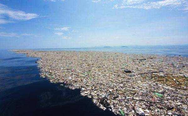 海洋上漂浮的大型垃圾带