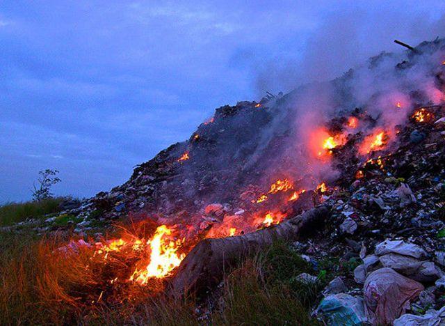 塑料垃圾直接焚烧极易产生强致癌物质二噁英